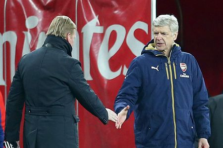 Tuc soi tiet, HLV Wenger cai lon trong duong ham - Anh 1