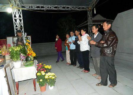Nua dem vieng mo ong Ba Thanh - Anh 1