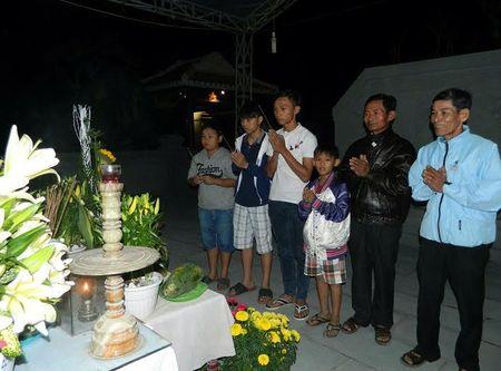 Nua dem vieng mo ong Ba Thanh - Anh 2