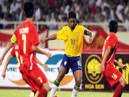 Ronaldinho, Ronaldo loi hen voi Viet Nam - Anh 1
