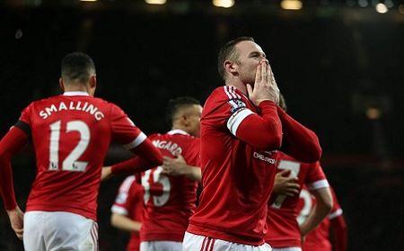 Ban viec gia dinh, Giggs vang mat trong chien thang 3-0 cua Man United - Anh 2
