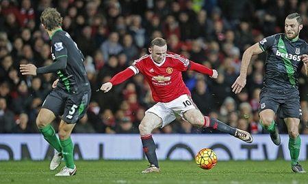 Man United hoi sinh tren doi chan cua Rooney - Anh 2