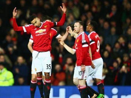 Man United hoi sinh tren doi chan cua Rooney - Anh 3