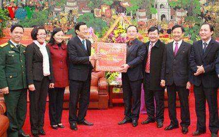 Chu tich nuoc tham, chuc Tet tai tinh Hung Yen va Ha Nam - Anh 1