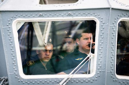 Mot ngay tren tau chien Nga canh chung bo bien Syria - Anh 6