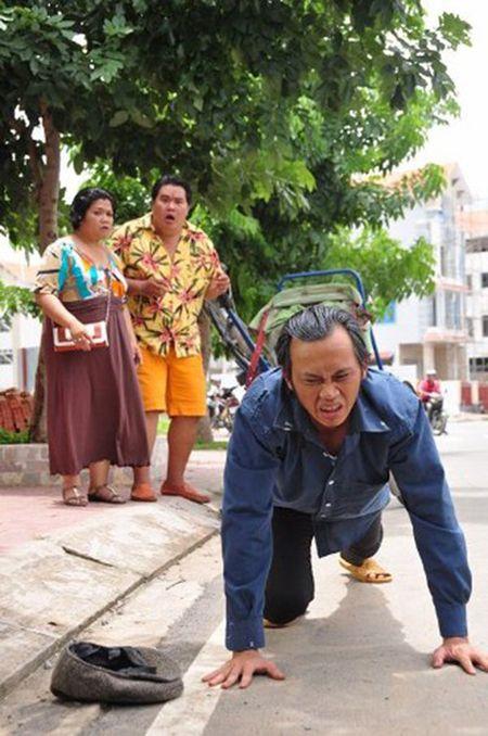 Hoai Linh vat va 'oan lung dap xich lo' mua Tet - Anh 3