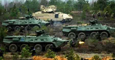 NATO dang gap rut chuan bi cho chien tranh voi Nga? - Anh 1