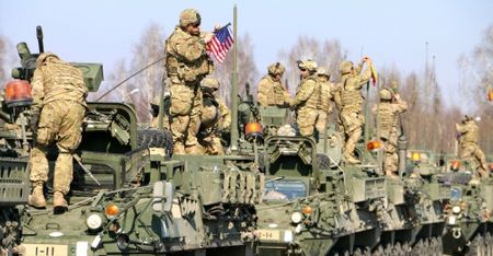 NATO dang gap rut chuan bi cho chien tranh voi Nga? - Anh 2