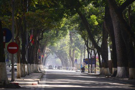 Pho phuong Ha Noi thanh binh chieu cuoi nam - Anh 1