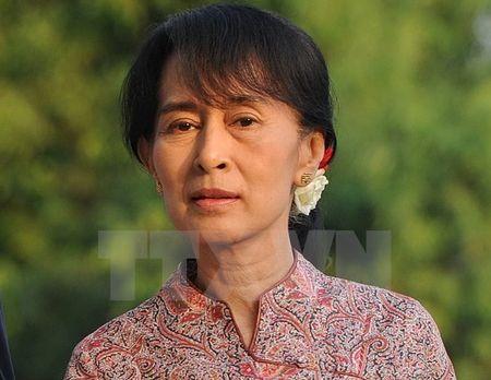 Myanmar: Ba Aung San Suu Kyi bi de doa sat hai tren Facebook - Anh 1