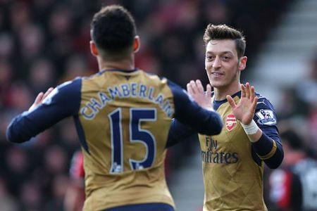 "Ket qua, BXH: M.U bi ""cua diem"", Arsenal, Real, Barca thang tran - Anh 1"