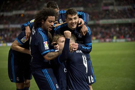 "Ket qua, BXH: M.U bi ""cua diem"", Arsenal, Real, Barca thang tran - Anh 3"
