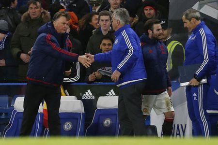 Van Gaal noi gi khi M.U bi Chelsea cam hoa? - Anh 1