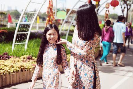 Dinh Y Nhung cung con gai tron chong dao pho dau xuan - Anh 3