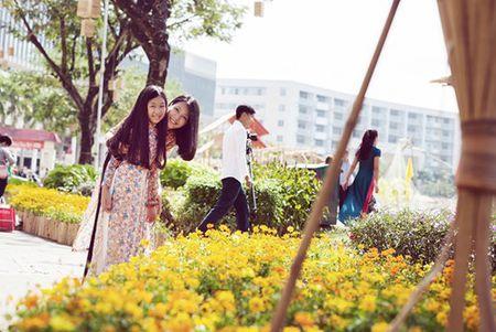 Dinh Y Nhung cung con gai tron chong dao pho dau xuan - Anh 6