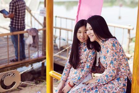 Dinh Y Nhung cung con gai tron chong dao pho dau xuan - Anh 9