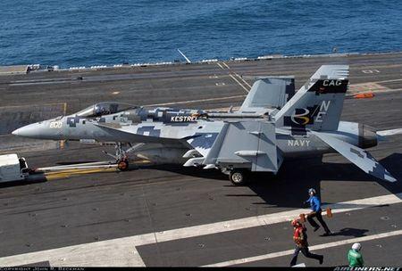 Nho F-35C, tiem kich ham F/A-18E/F song toi nam 2035 - Anh 1