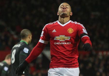 Fan Man United muon 'tong' Depay ve PSV sau tran hoa Chelsea - Anh 1