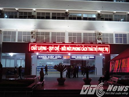 'Cang nhu day dan' cung bac sy khoa cap cuu dip cuoi nam - Anh 1