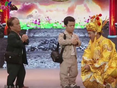 Video: Chi tiet nguoi lun gay tranh cai tren Tao quan 2016 - Anh 1