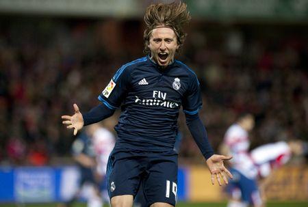 Granada 1-2 Real Madrid: Real thang nghet tho - Anh 1
