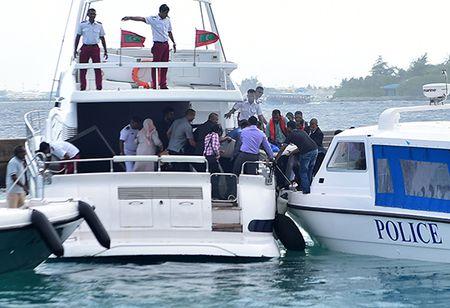Maldives dap tan am muu lat do tong thong - Anh 1