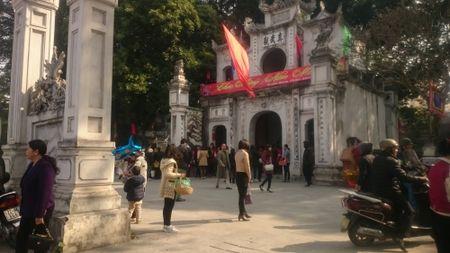 Ha Noi thanh binh dep lung linh ngay mung 1 Tet Binh Than 2016 - Anh 13