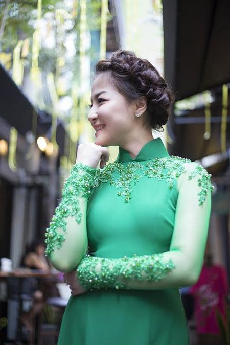 Ca si Tran Ha Thuy bi nham la hoa hau Nguyen Thi Huyen giua Sai Gon - Anh 10