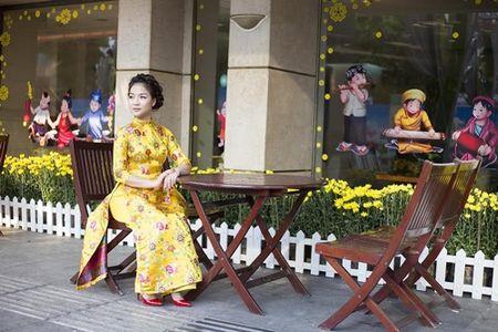 Ca si Tran Ha Thuy bi nham la hoa hau Nguyen Thi Huyen giua Sai Gon - Anh 4
