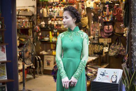 Ca si Tran Ha Thuy bi nham la hoa hau Nguyen Thi Huyen giua Sai Gon - Anh 9