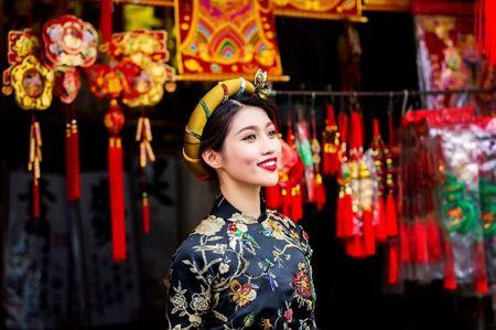 Quynh Chau dien ao dai gam rang ro ngay dau nam - Anh 11