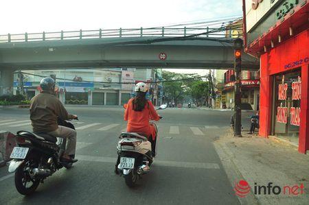 Nguoi Sai Gon dien ao am du xuan sang mung 1 Tet tren duong pho thenh thang - Anh 12