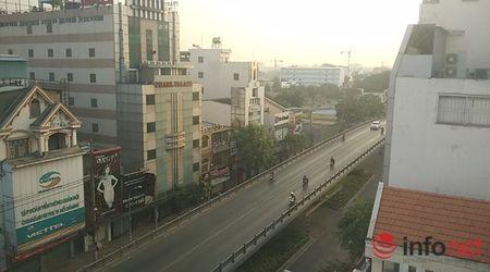 Nguoi Sai Gon dien ao am du xuan sang mung 1 Tet tren duong pho thenh thang - Anh 2
