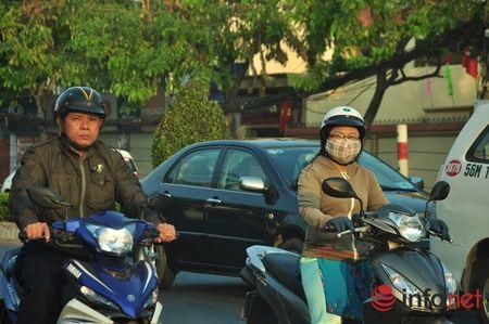 Nguoi Sai Gon dien ao am du xuan sang mung 1 Tet tren duong pho thenh thang - Anh 3