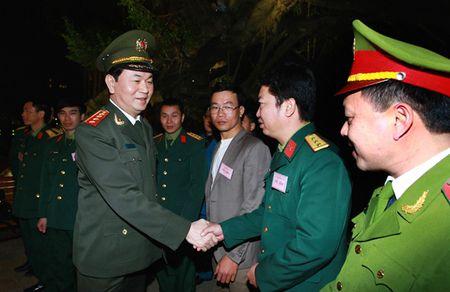Luc luong chuc nang bao dam tot an ninh, trat tu phuc vu nhan dan vui Xuan, don Tet - Anh 5