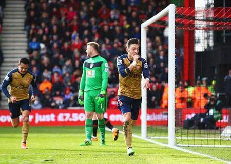 "Arsenal thang tro lai, Wenger doi ""xu"" Leicester - Anh 1"