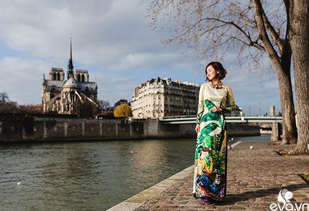 Nao long ngam ao dai Viet tha thuot tren duong pho Paris - Anh 11