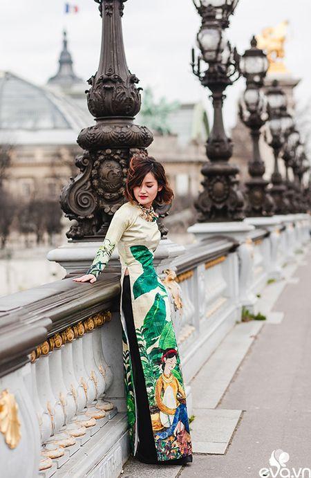 Nao long ngam ao dai Viet tha thuot tren duong pho Paris - Anh 12