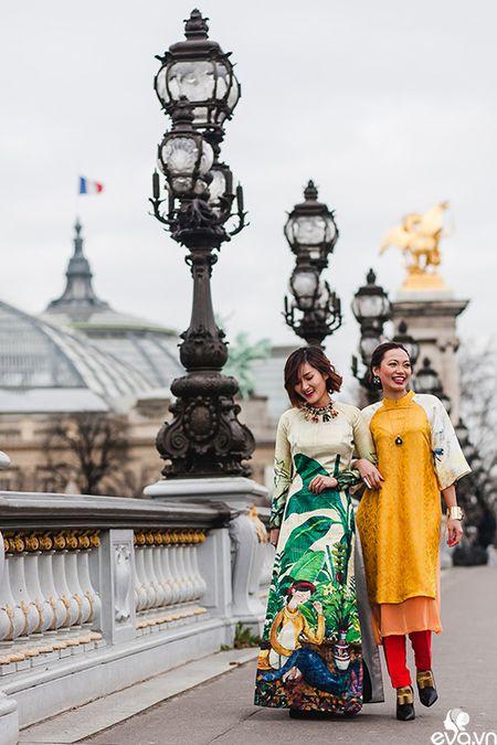 Nao long ngam ao dai Viet tha thuot tren duong pho Paris - Anh 13