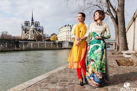 Nao long ngam ao dai Viet tha thuot tren duong pho Paris - Anh 2