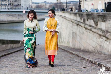 Nao long ngam ao dai Viet tha thuot tren duong pho Paris - Anh 3