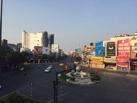 Duong pho Sai Gon tinh lang ngay dau nam - Anh 2
