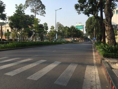 Duong pho Sai Gon tinh lang ngay dau nam - Anh 5