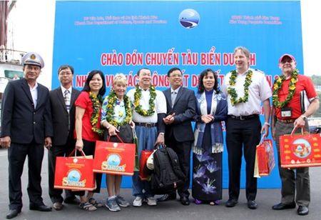 Tau du lich bien Volendam xong dat Nha Trang - Anh 2