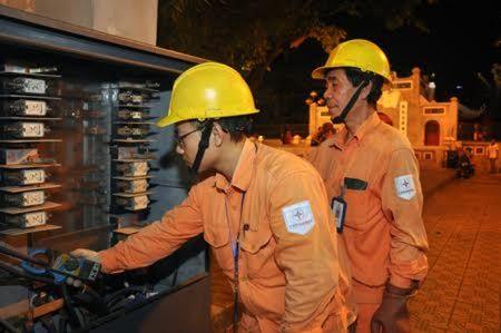 Hon 18.000 ca truc dam bao dien trong dip Tet Binh Than 2016 - Anh 1