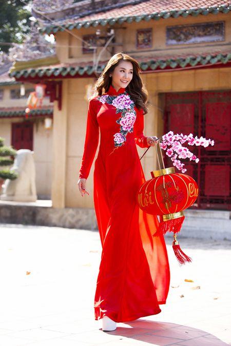 Ngoc Trinh, Linh Chi diu dang trong ao dai xuan - Anh 5