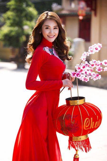 Ngoc Trinh, Linh Chi diu dang trong ao dai xuan - Anh 6