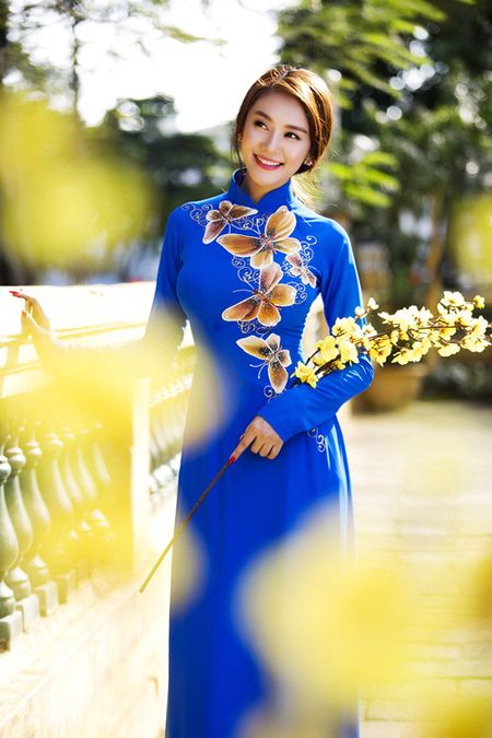 Ngoc Trinh, Linh Chi diu dang trong ao dai xuan - Anh 8