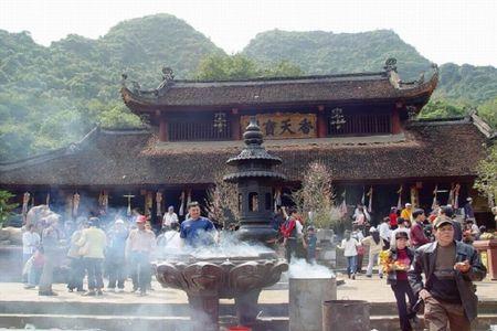 11 dieu khong nen lam khi di le chua vao dip dau xuan - Anh 1