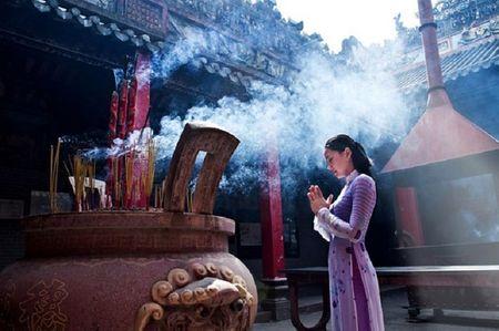 11 dieu khong nen lam khi di le chua vao dip dau xuan - Anh 3